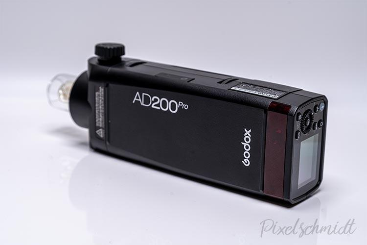AD200Pro mit Blitzröhre von hinten